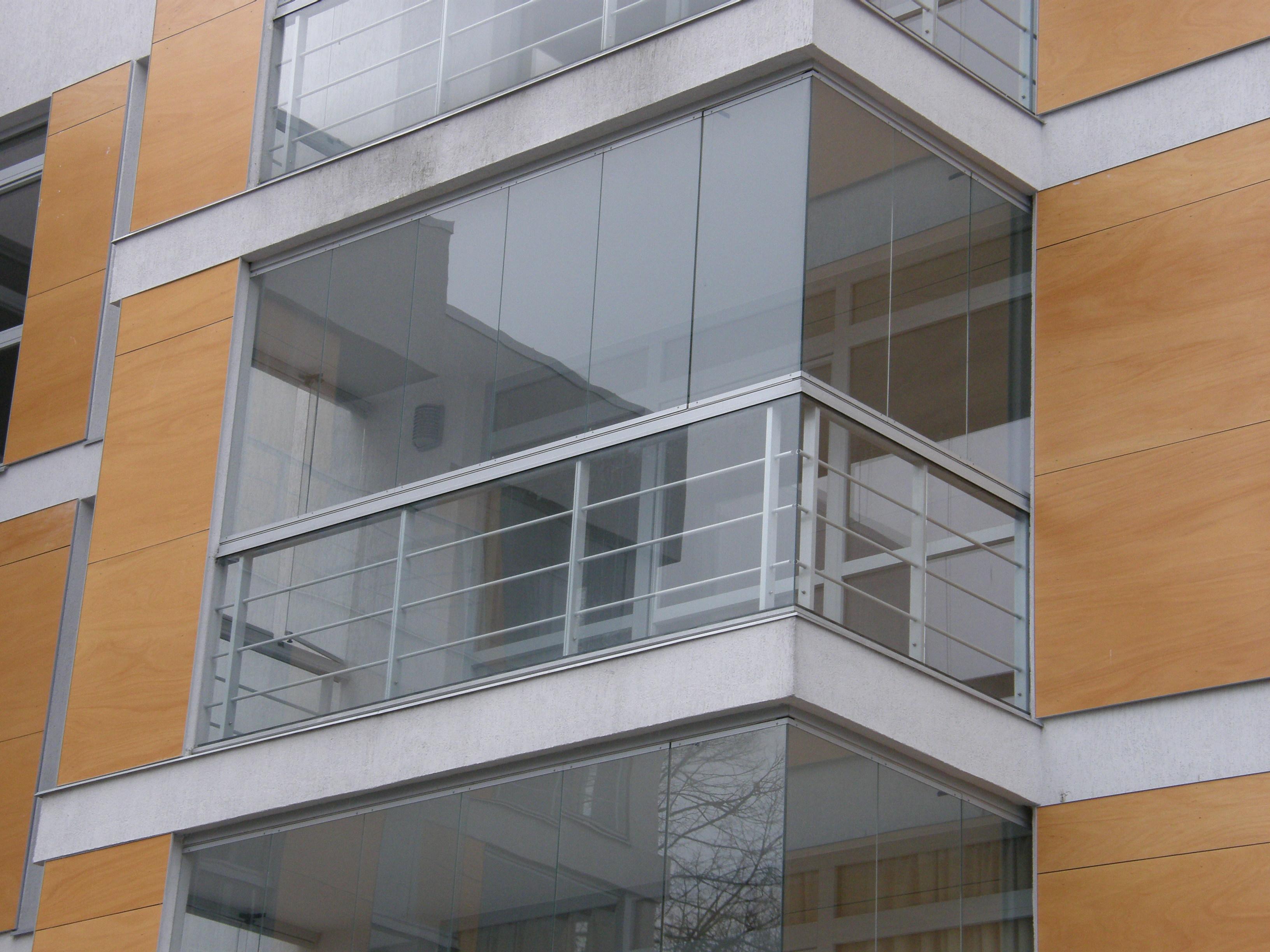 Безрамное остекление балконов лоджий и террас cover фотограф.
